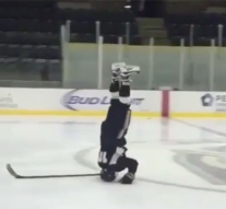 Watch Army hockey player impressively glide across ice in perfect headstand