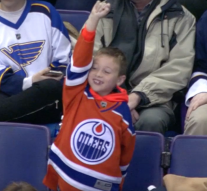 Oilers' Patrick Maroon chokes up while watching son react to his goal