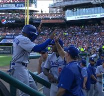 Curtis Granderson scores in Dodgers debut