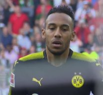 Aubameyang takes terrible PK against Augsburg | 2017-18 Bundesliga Highlights