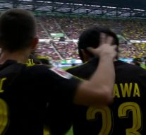 Shinji Kagawa scores a brilliant chip for Dortmund vs. Augsburg | 2017-18 Bundesliga Highlights