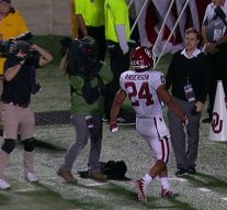 Rodney Anderson runs it in from 22 yards out to give Oklahoma a 42-35 victory over Kansas State