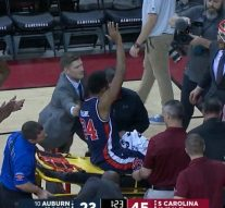 Auburn's Anfernee McLemore carried off on stretcher with dislocated ankle